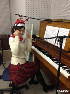 ピアノを弾く八重樫AN1