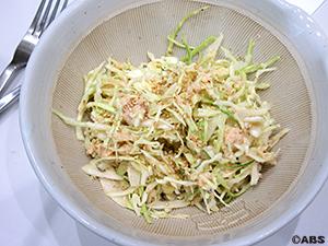 キャベツと鮭缶のゴマサラダ