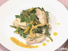セリと地鶏の味噌ドレッシングサラダ