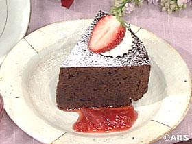 簡単チョコケーキ イチゴのソース添え