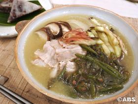 ジュンサイと豚バラ肉の鍋