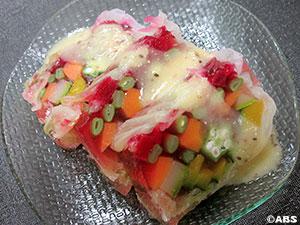 夏野菜のテリーヌをキウイしょっつるソースで