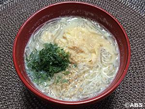 くずきりと湯葉の豆乳スープ