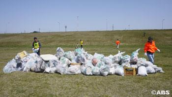 約1時間後には、巨大なゴミの山