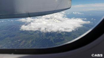 飛行機の上からの鳥海山