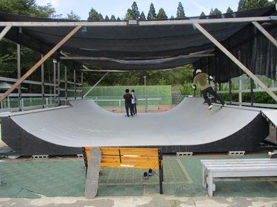 琴丘スケートパークでスケボー体験