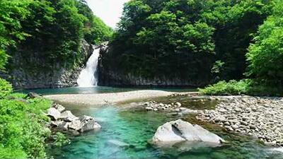 【秋田 神秘の自然】法体の滝